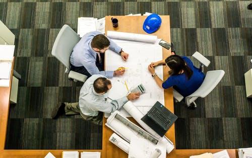 4 kluczowe etapy rozwoju menedżerów zarządzających zmianami